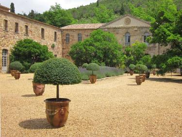 conseil de membre HomeExchange pour visiter l'Occitanie : l'Abbaye cistercienne de Frontfroide
