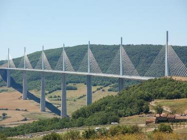 Visiter le viaduc de millau en Occitanie
